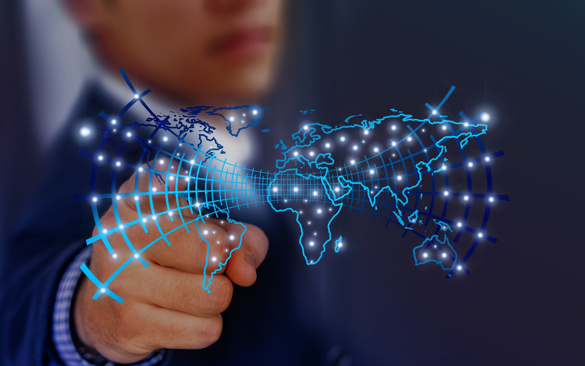 E-ihracat, yapay zeka kullanma ile desteklenerek gelişmekte ve yeniliklerle kolaylaşmaktadır.