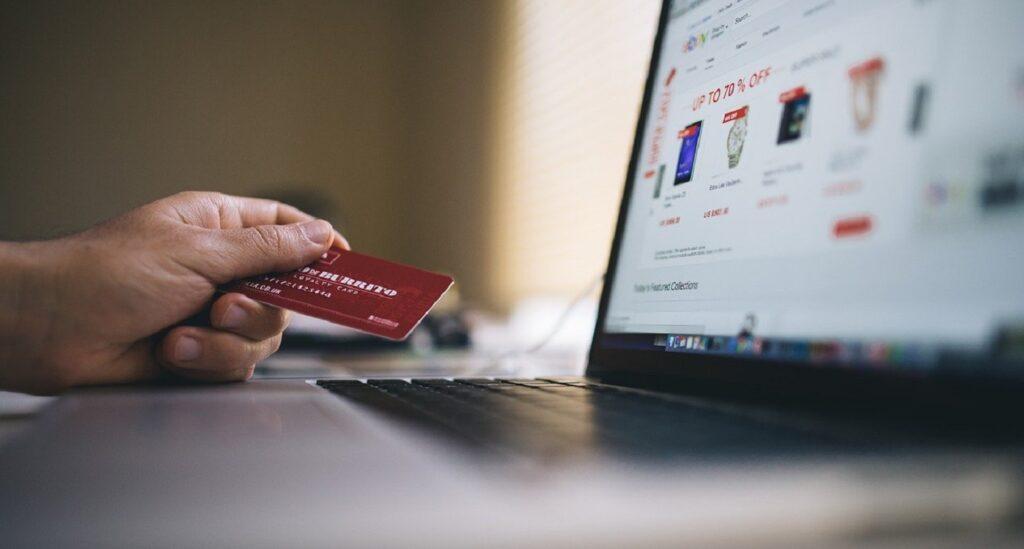 E-ticarette vazgeçilmez olan online ödeme sistemleri, müşteriler için iki rakip ürün arasındaki seçimi etkileyen kriterlerden biri haline gelmiştir.