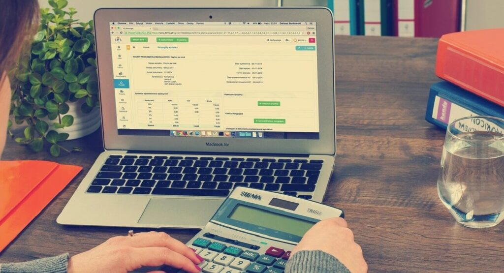 E-invoice use in e-commerce has various advantages. The mandatory e-invoicing for e-commerce firms depends on the sector.