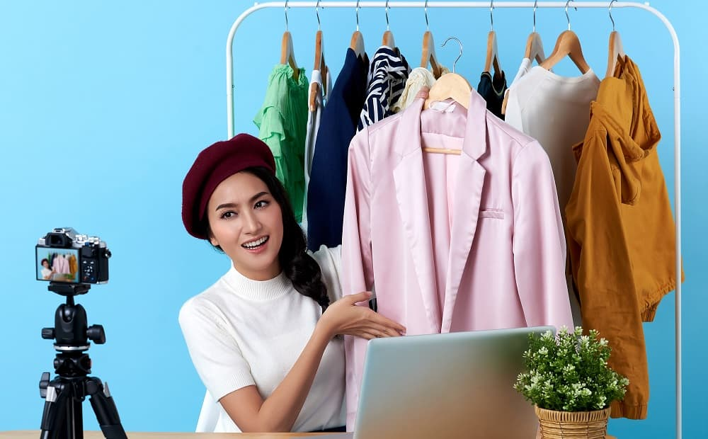 Canlı alışveriş, küçük ve orta ölçekli perakendeciler için dijitalleştirilmiş akıllı bir ekosistemdir.
