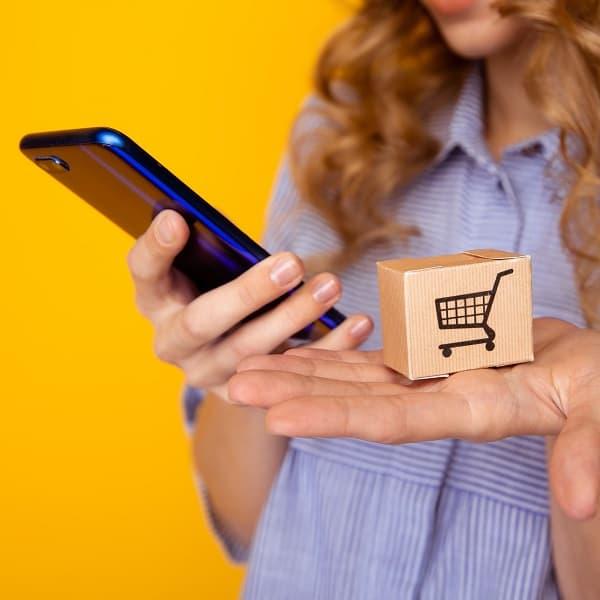 DTC markaları, tüketiciye doğrudan online satış yaparak ve aracıları ortadan kaldırıyor.