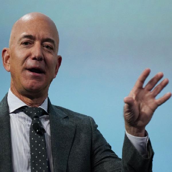 Jeff Bezos görevinden ayrılacağını açıkladı.
