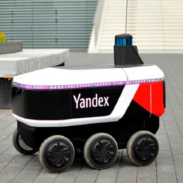 Otonom robot kurye Yandex.Rover yollara çıktı.
