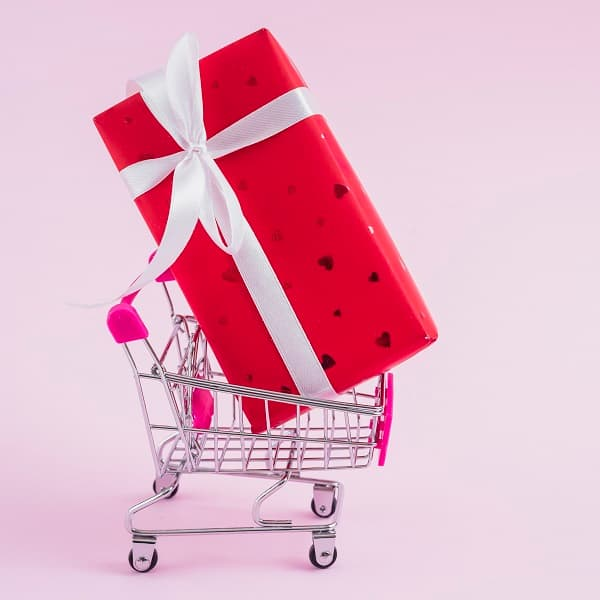 Sevgililer Gününde online alışveriş harcamalarda 7 kat artış gözlendi.